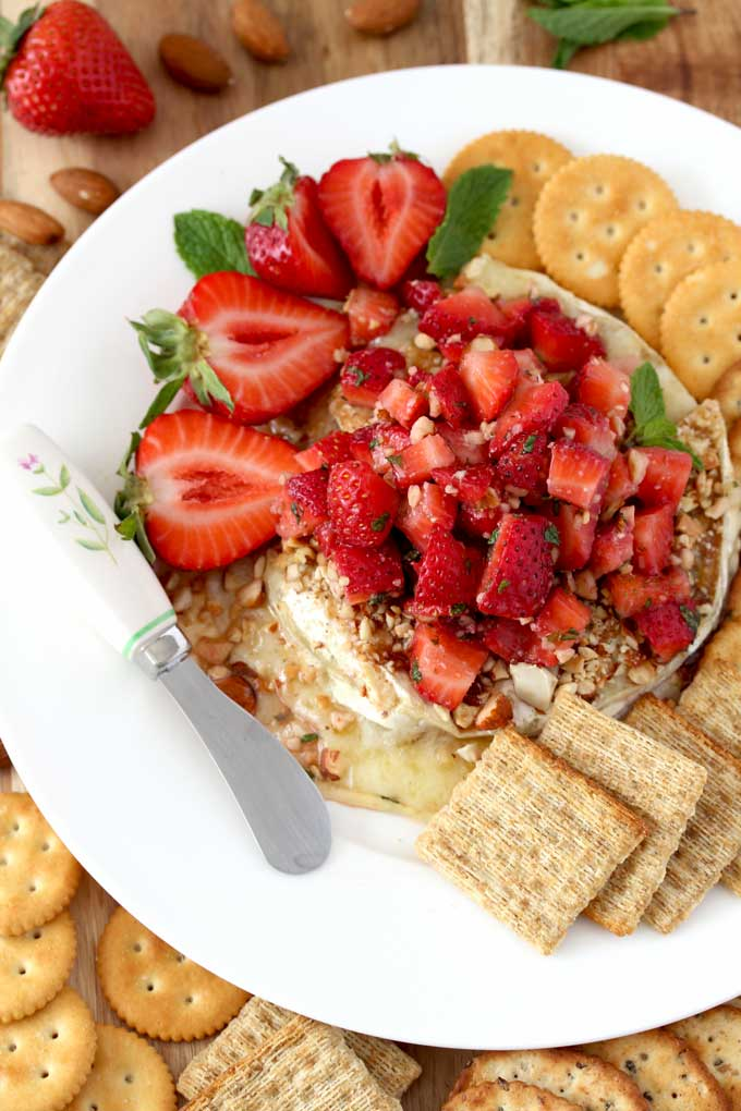 Baked Brie Cheese with Strawberries