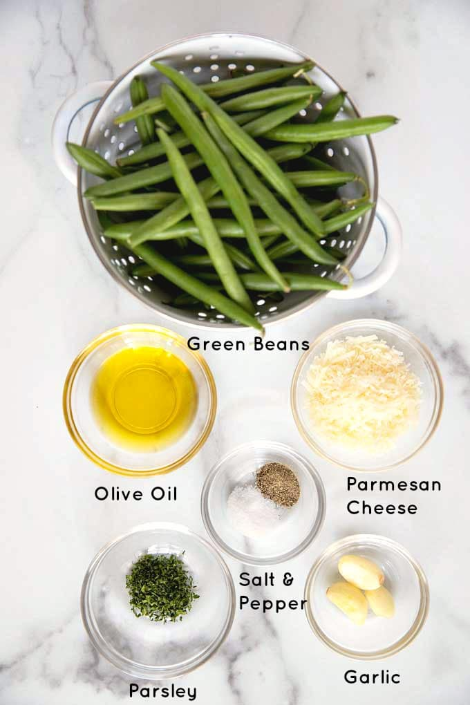 Ingredients to make green beans roasted in the oven