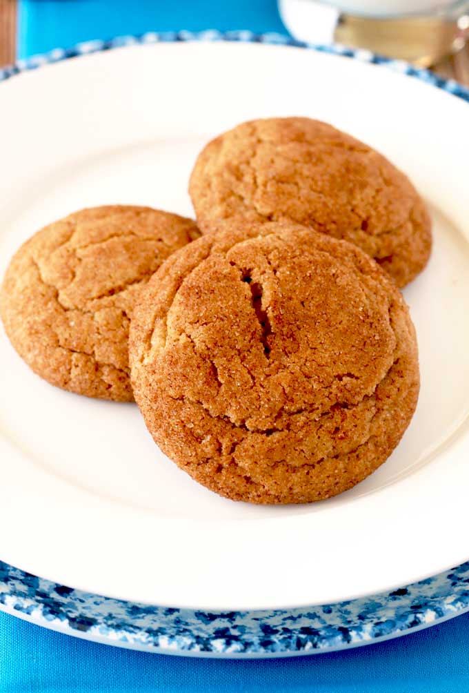 A plate with 3 cookies