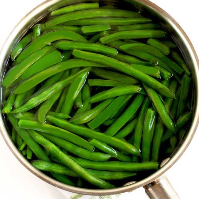Blanching green beans on the stove top