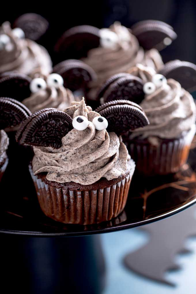 Cupcakes with cookies and cream frosting on a cake platter