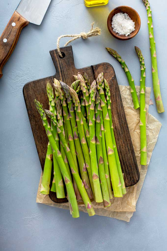 Fresh asparagus on a cutting board