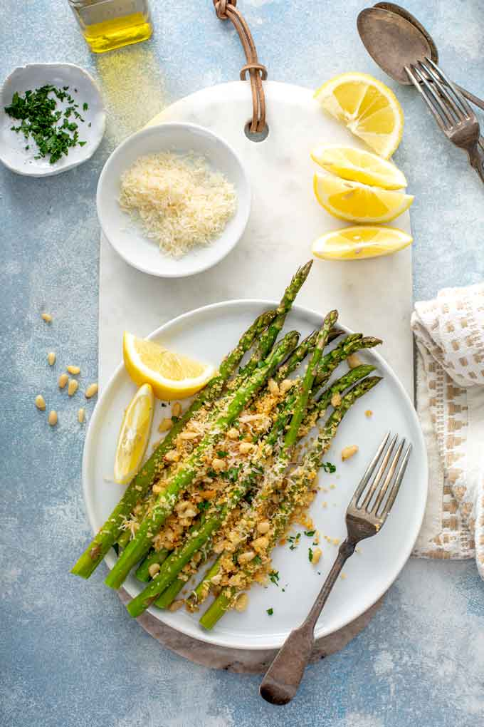 Plate with crispy Asparagus Parmesan