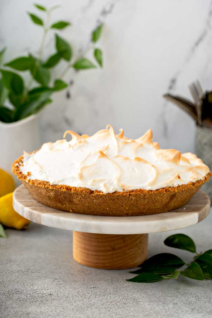 A whole meringue pie on a cake stand