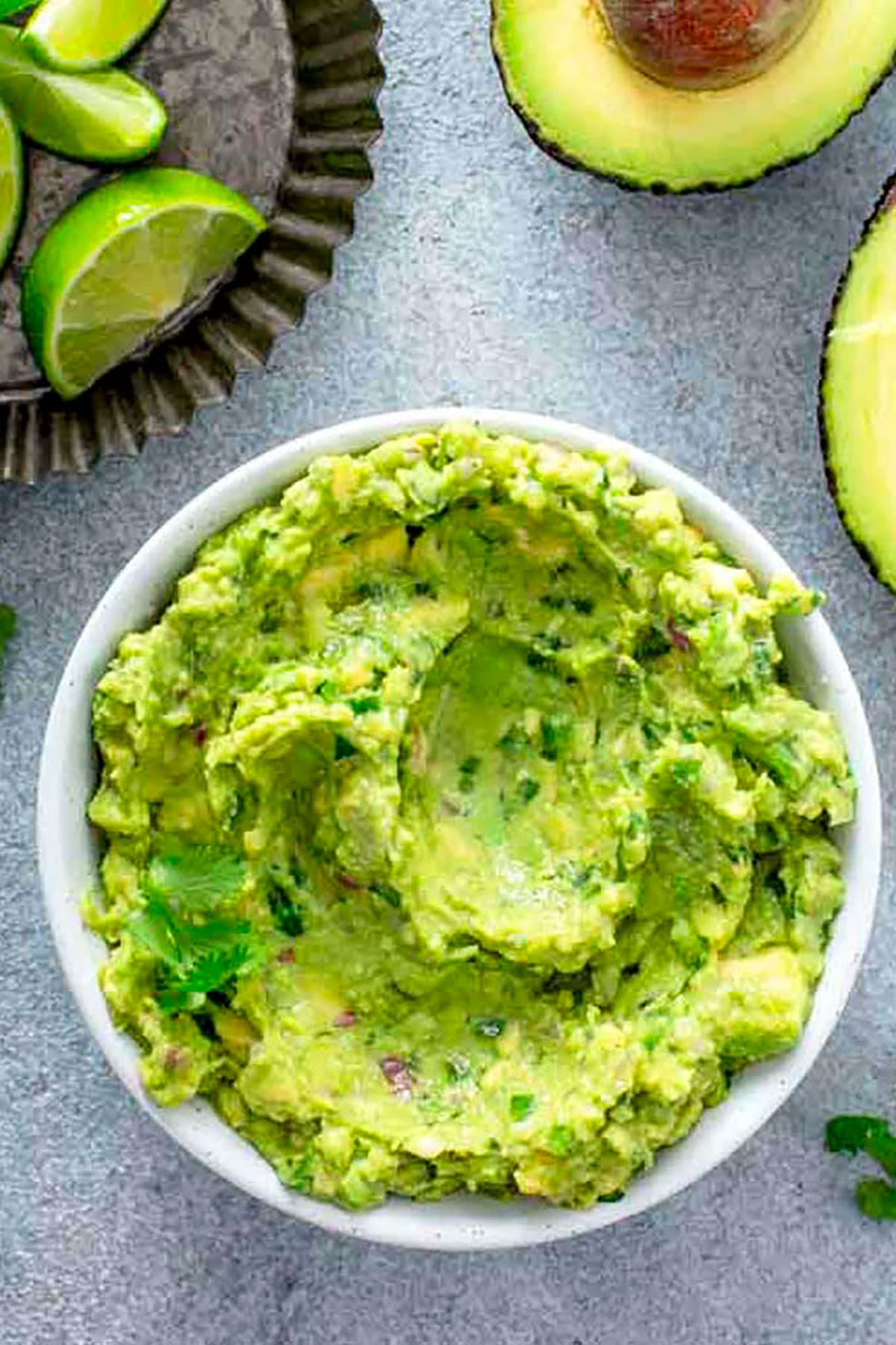 Top view of a bowl filled with guacamole